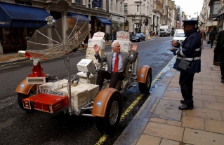 -EXCLUSIVE- ©RICHARD CHAMBURY/ALPHA 047847 14.05.2002 GENE CERNAN (THE LAST MAN TO WALK ON THE MOON) -THE 30TH ANNIVERSARY OF THE LAST WALK ON THE MOON- IN NEW BOND STREET, LONDON