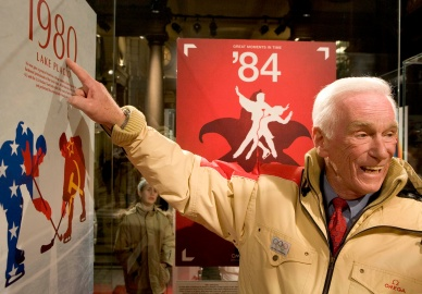 Gene Cernan, the last man on the moon with the Apollo XVII Mission on a visit at the exhebition to the OMEGA Pavilion in the Galleria San Federico in Turin, Italy on February 14th 2006 during the Turin 2006 Olympic Winter Games. (KEYSTONE/MARTIN RUETSCHI)