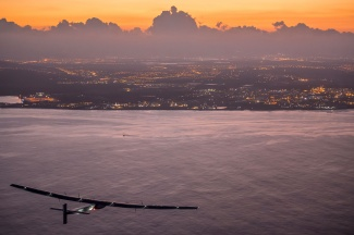 241-Solar-Impulse2_Hawaii_Copyright-Revillard