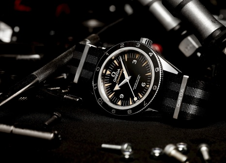 241-The_OMEGA_Seamaster_300_Bond_233.32.41.21.01.001