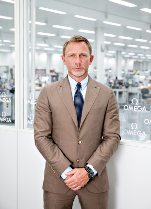 Daniel_Craig_is_seen_at_the_OMEGA_Factory_Visit_in_Switzerland_2